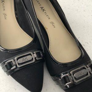 Anne Klein size 8.5 kitten heel shoes.